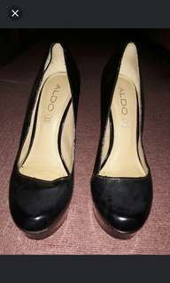 Close shoes Round 5 inches heels Black