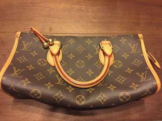 90% new LV monogram pattern hand bag 三角包