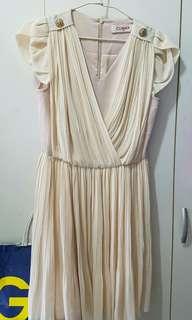 🚚 CUMAR  M號膚色洋裝