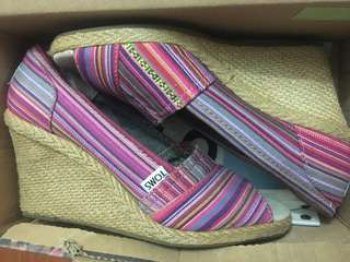 Toms Wedge Size 7.5
