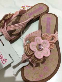 Grendha pink sandal kids