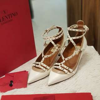 Valentino Love Latch Low Heel s38 1/2 ❤MARK DOWN SALE P29k ONLY❤ ✖️✖️P31k✖️✖️ used twice only good as bnew With dustbag and box Swipe for detailed pics cash/card/layaway accepted