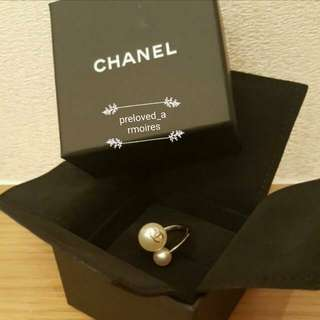 Chanel pearls ring