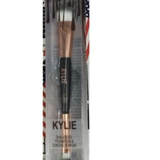 kylie dual ended foundation & concealer brush