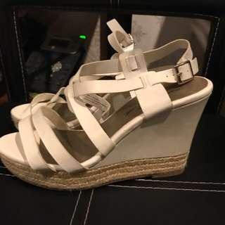Sepatu / sendal wedges payless