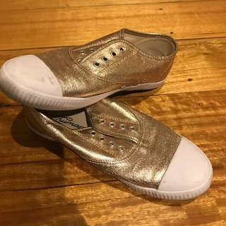 Gold Runner Shoes size 8