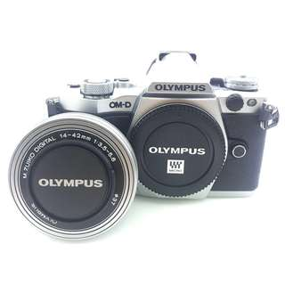 Olympus EM5 MKII (14-42mm f3.5-5.6 lens) SUPER RAYA SALES LAST 1 UNITS !!!