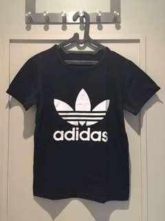 """Kaos hitam """"adidas"""""""