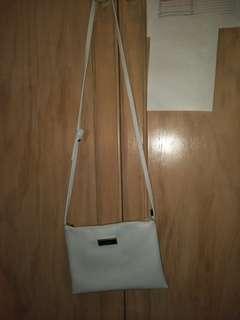 White crossbody bag (zip)