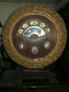 Antique round table screen w/picture frame