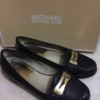 Free Shipping: Michael Kors Black Loafer (size 6M)