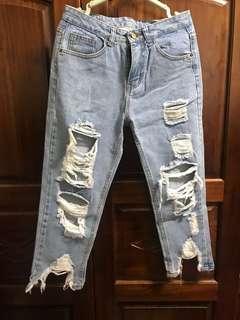 🚚 破洞牛仔褲