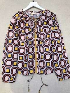 Tory burch 輕薄小外套,18年官方主打花色,色彩鮮艷,款式新穎獨特,幾何印花聚酯纖維,寬松舒適,任何場合都好穿,best buy item  $1999 保證100%Real