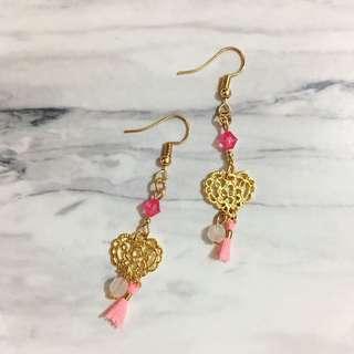 粉紅流蘇耳環