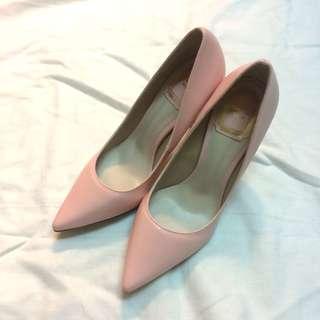🚚 粉色實搭尖頭高跟鞋