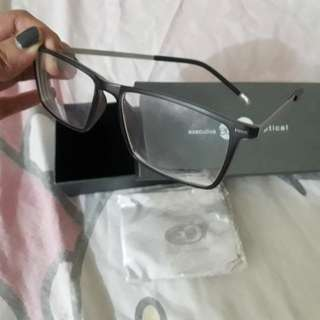 EO eyeglasses