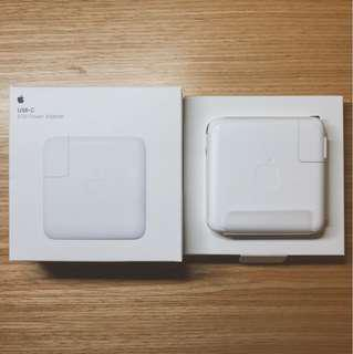 🚚 Apple 新版Macbook Pro用 USB-C 61W電源供應器(只有拆封,尚未使用)MNF72TA/A A1718