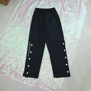 兩側釦子開衩造型中性長褲