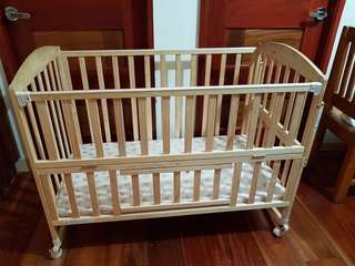 Multifunctional solid wooden crib