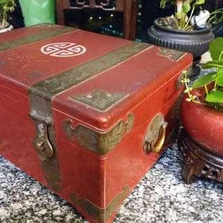 古舊~中國紅~漆木 藏寶箱