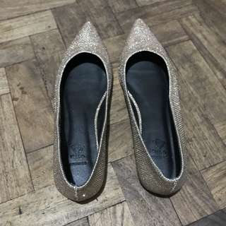 Sparkle Gold Pointed Flats