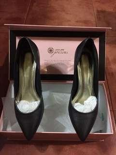Pretty Fit Black Shoes