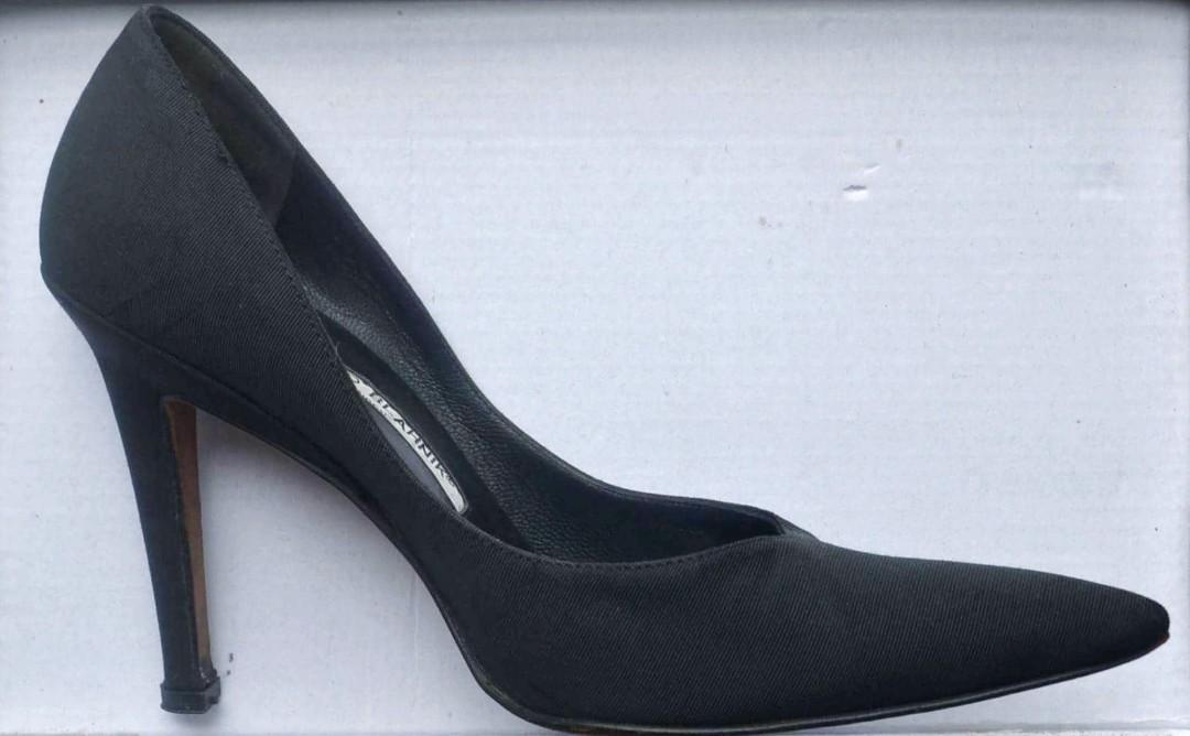 2f4944fd0db SALE! Authentic Vintage Manolo Blahnik Classic Black Pointy Toe ...