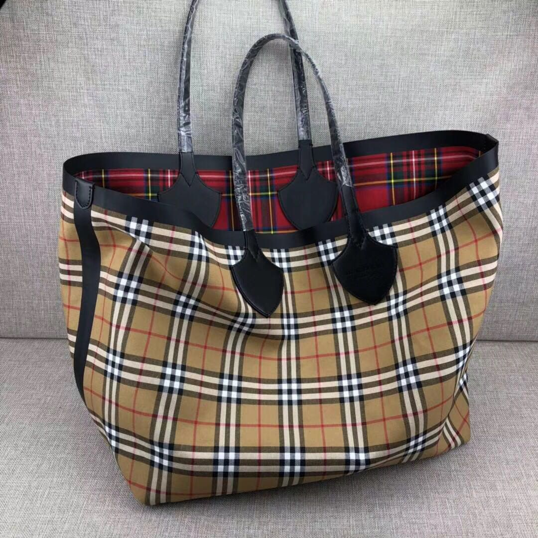 ccd192acca4 Burberry shopping bag [SALE] , Women's Fashion, Bags & Wallets on ...