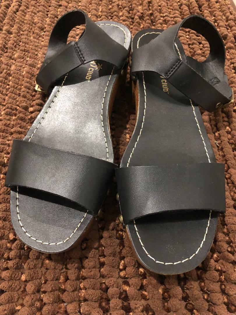 4a6a2ba1fe6 Payless Montego Bay heeled sandals size 5.5