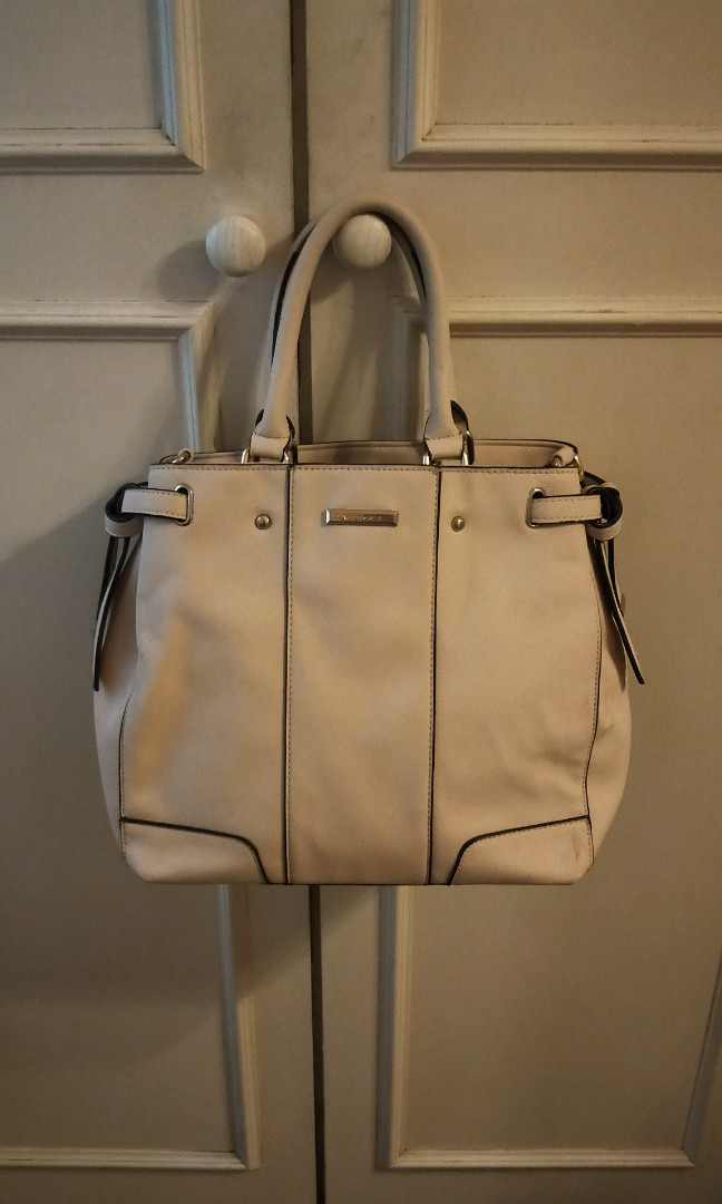 6ccf3b7ad9d Vincci handbag, Women s Fashion, Bags   Wallets, Handbags on Carousell