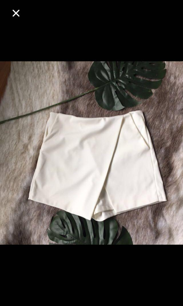 White skort / shorts / skirt