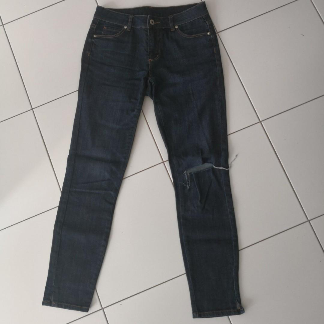 Witchery jeans with hole/tear