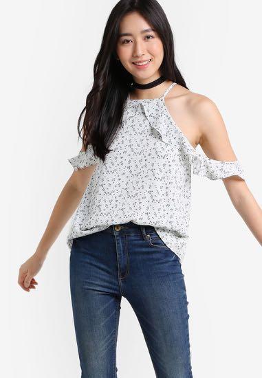 2e9e71af44190a ZALORA Love Cold Shoulder Frill Top (Size XS), Women's Fashion ...