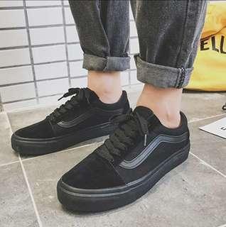 🚚 Vans 經典款滑板鞋 全黑帆布鞋