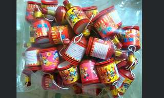 Mickey Mouse, Minnie Mouse, Donald Duck, Toy Soldier Party Poppers In A Sealed Pack