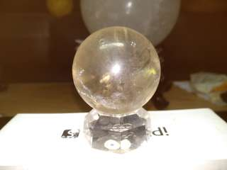 🚚 #52天然黃水晶 天然水晶有天然礦缺 42mm 102克 不介意再購買 附壓克力座