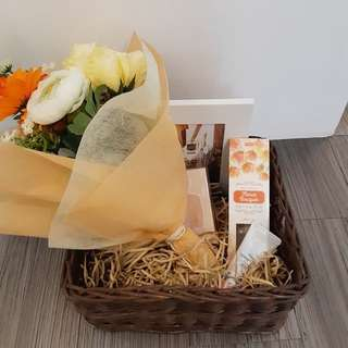 Selling hampers gift for birthday, anniversary, wedding etc