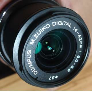 🚚 OLYMPUS M.Zuiko 14-42mm II (For Olympus and Panasonic Lumix Micro Four Thirds MFT-M4/3 cameras)
