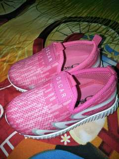 Sepatu anak sporty