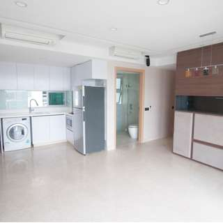 Extremely High Floor Condo at Eight Riversuite For Sale