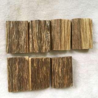 沉香:Agarwood、随型半沉水46牌子。加厘曼丹产地。