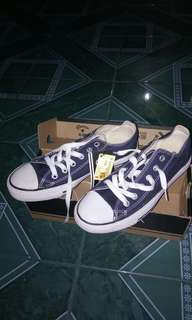 Convers navy size 38