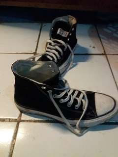 CONVERSE CHUCK TAYLOR BLACK AND WHITE HIGH (made in indonesia) Size 41 / 8