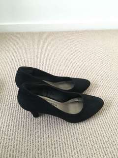 Style Express Pencil Shoes size 6