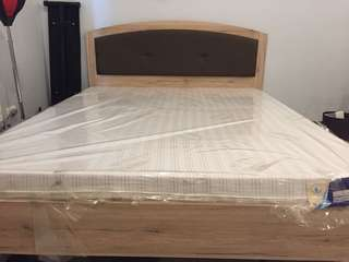 Queen size bed frame and matress