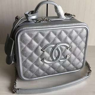 Chanel Vanity Case In Silver Quilted Grained Calfskin (Just look at the price without looking at quality.Please bypass,Tq)