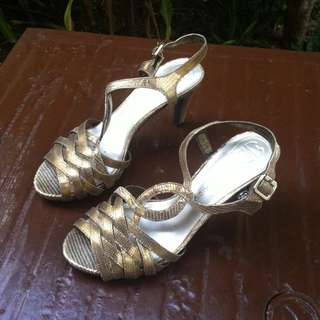 Etinne Aigner heels Size 7. In good condition.