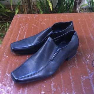 Bata dress shoes Size 7.