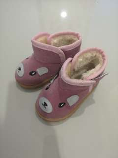 Kids boots size 23