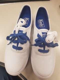 Keds 白色帆布休閒鞋